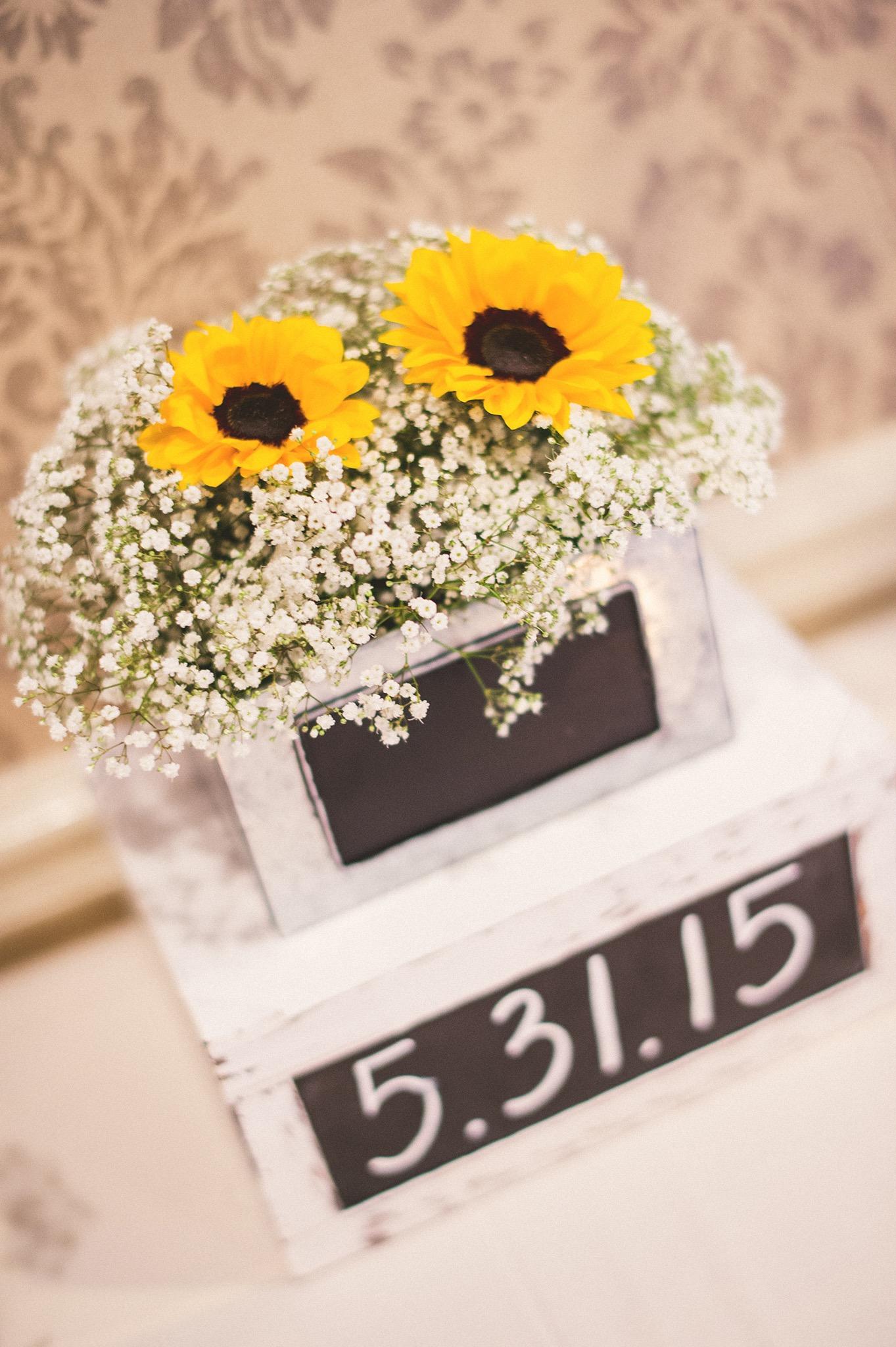 42-sunflower-wedding-details.jpg