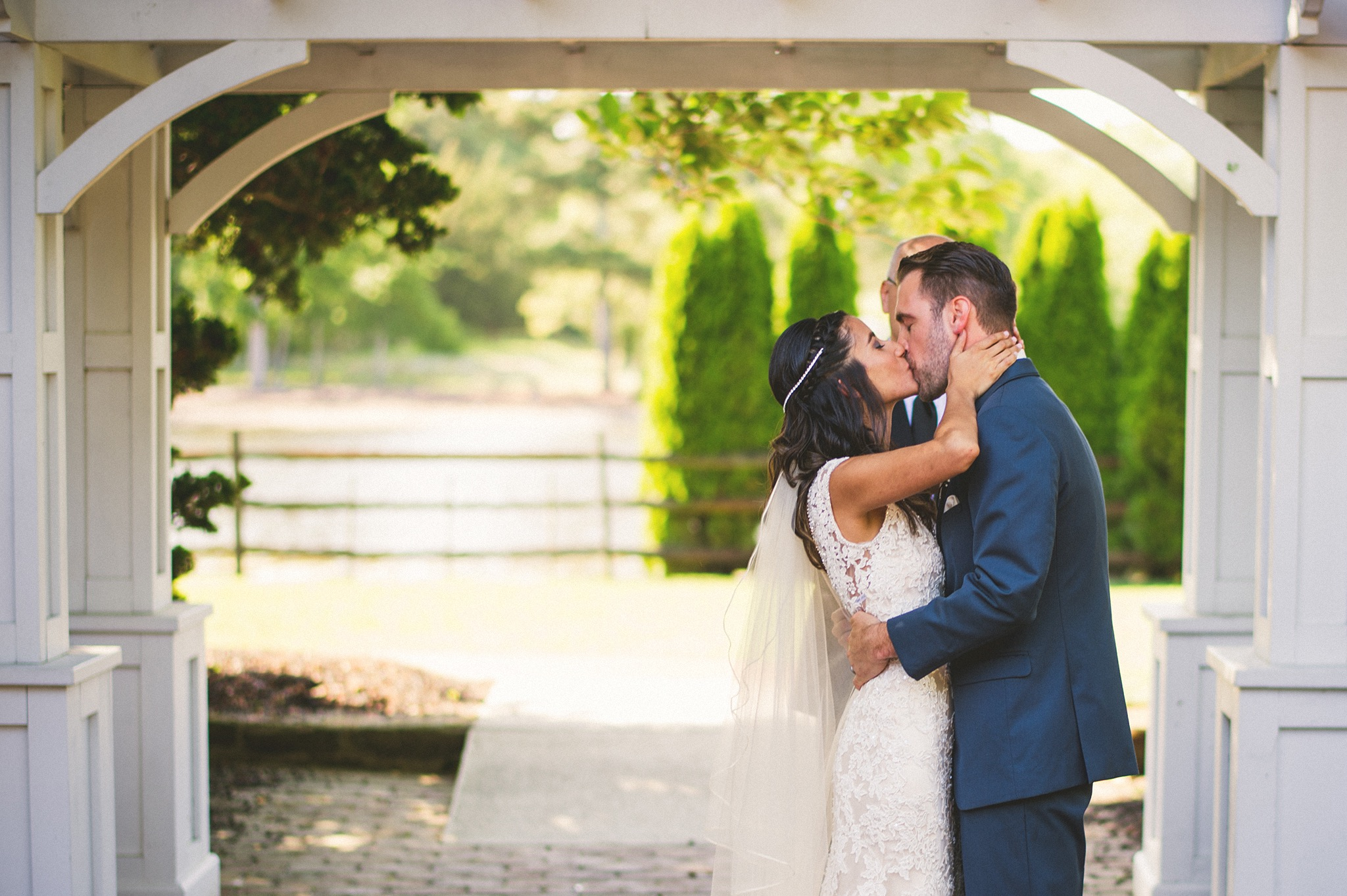 54-first-kiss-wedding-photos.jpg