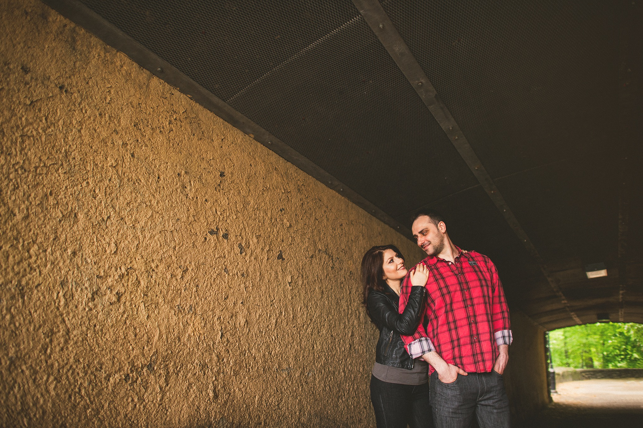 09-couple-in-tunnel.jpg