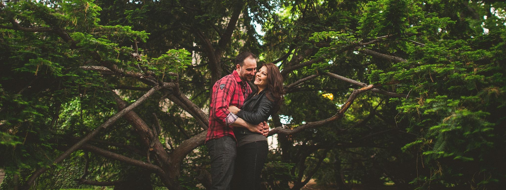 23-couple-in-tree.jpg