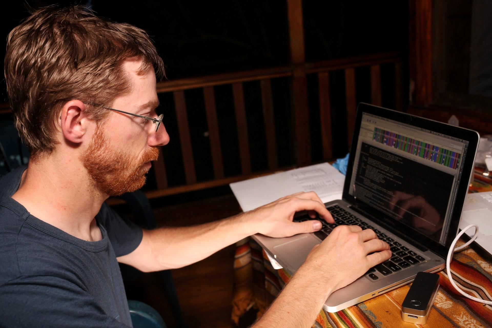 Stefan working on his nanopore bioinformatics in the jungle.