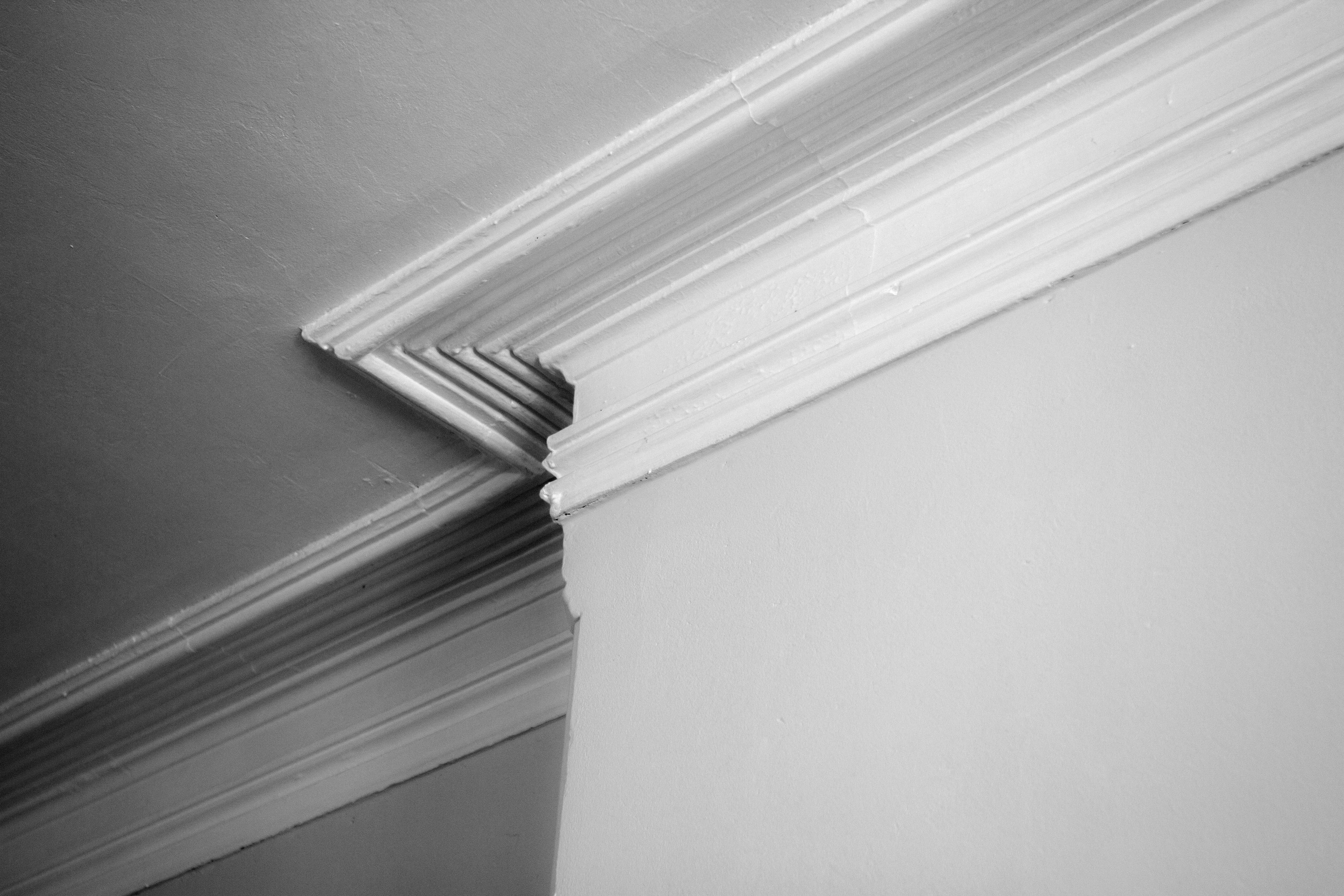 1508 unit 2 crown moulding 3.jpg