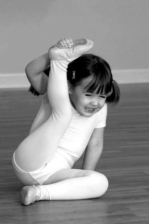 LoveDaddy_Blog_DancingDaughter_Stretching.jpg