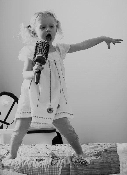 LoveDaddy_Blog_DancingDaughter_Singing.jpg