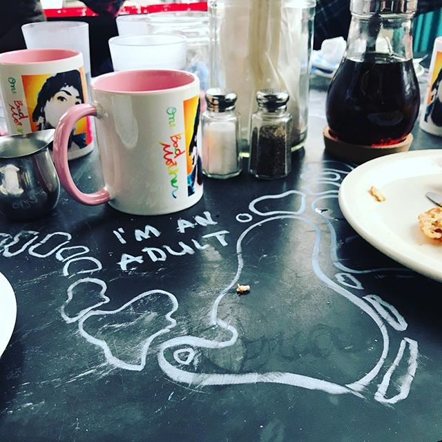 There's a difference between being childish and child-like 🍽🥳 #chalkeating #sundayfunday . . . . . #amhandwriting #handwritten #handwrittenwork #handwriting #chalk #chalkpaint #art #handwritersofinstagram #doodle #brunch #brunchparty