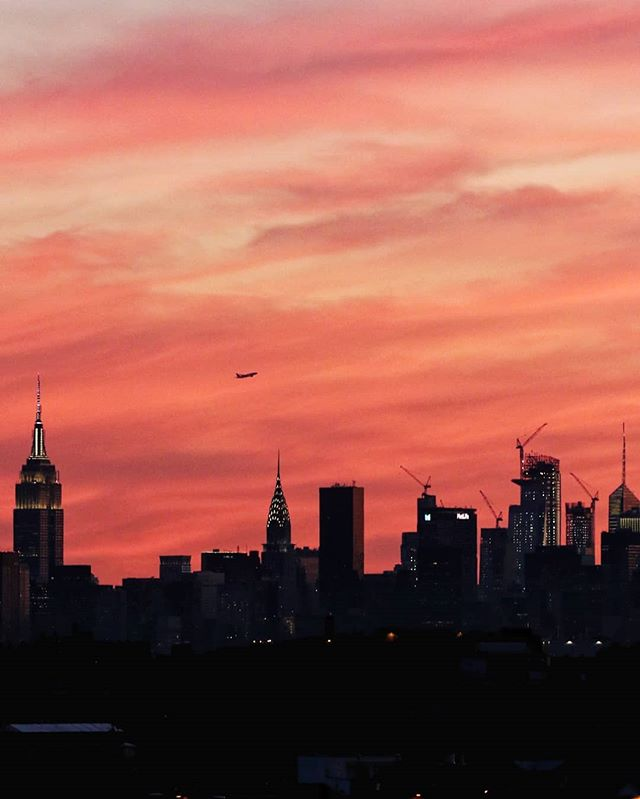 Last night's skyline sunset 🌇 . . . #nyc #manhattan #flushing #queens #ig_masterpiece #downtown #what_i_saw_in_nyc #ig_nycity #newyorkstream #theimaged #artofvisuals #nycprimeshot #usaprimeshot #moodygrams #nyloveyou #agameoftones #rsa_streetview #newyork_photoshoots #newyork_universe