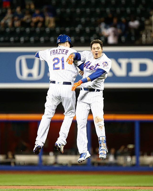 Mr. Walk-off . . . #mlb2018 #wilmerflores #walkoff #citifield #baseball #nym #mlb #nyc #ig_masterpiece #maga #ig_nycity #theimaged #artofvisuals #nycprimeshot #mlbphotos #sportsphotography #newyork_photoshoots #ignewyork212