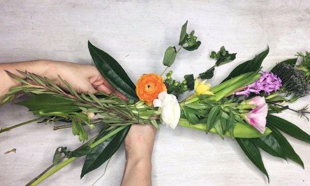 light-up-spring-floral-table-runner-garland.jpg