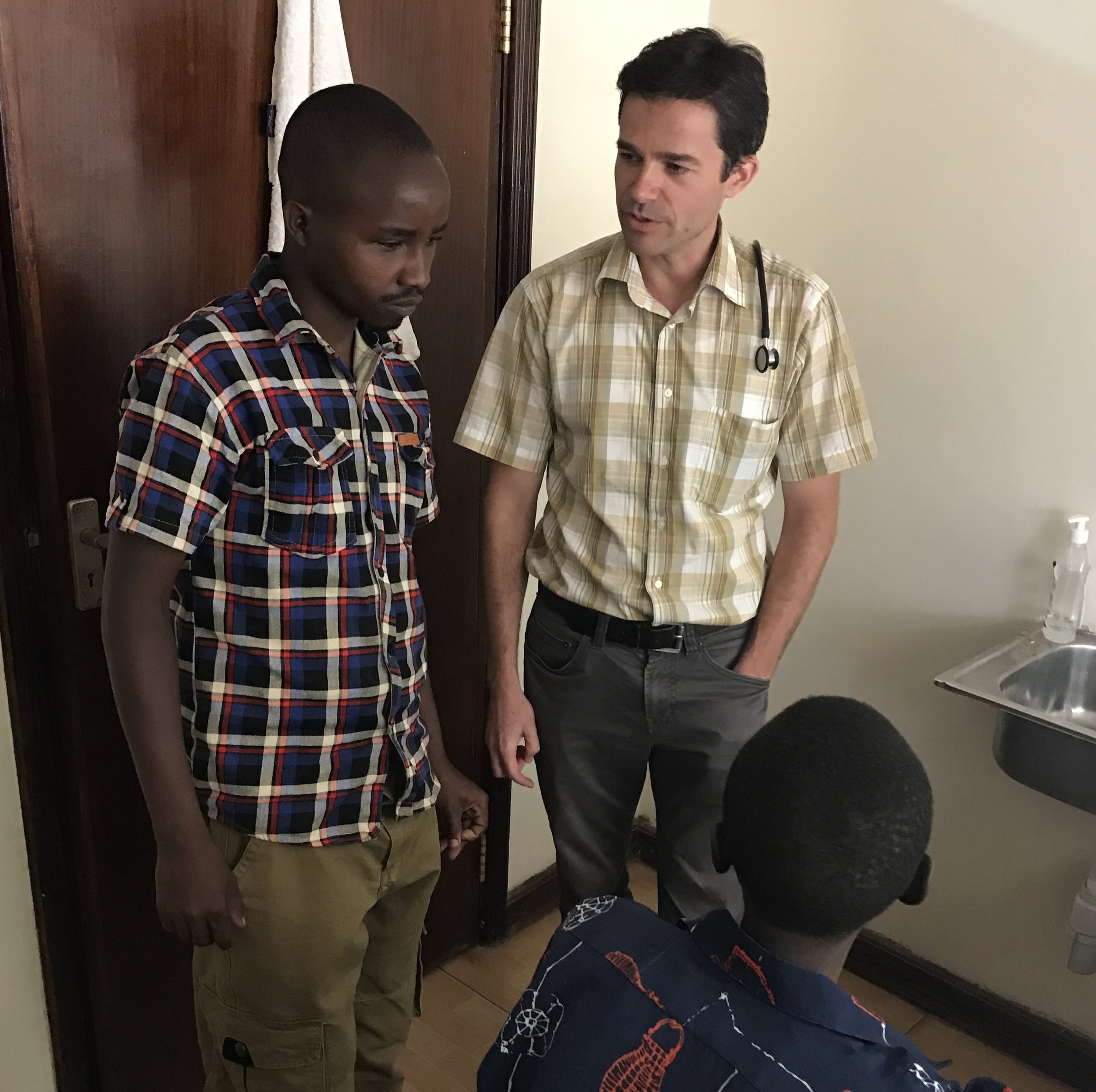 Dr. Michael introducing Alfred, our Community Health Worker, to a 26-year-old diabetic patient who will begin insulin treatment. Alfred will be visiting him on a weekly basis for support and to ensure adherence to the treatment strategy.
