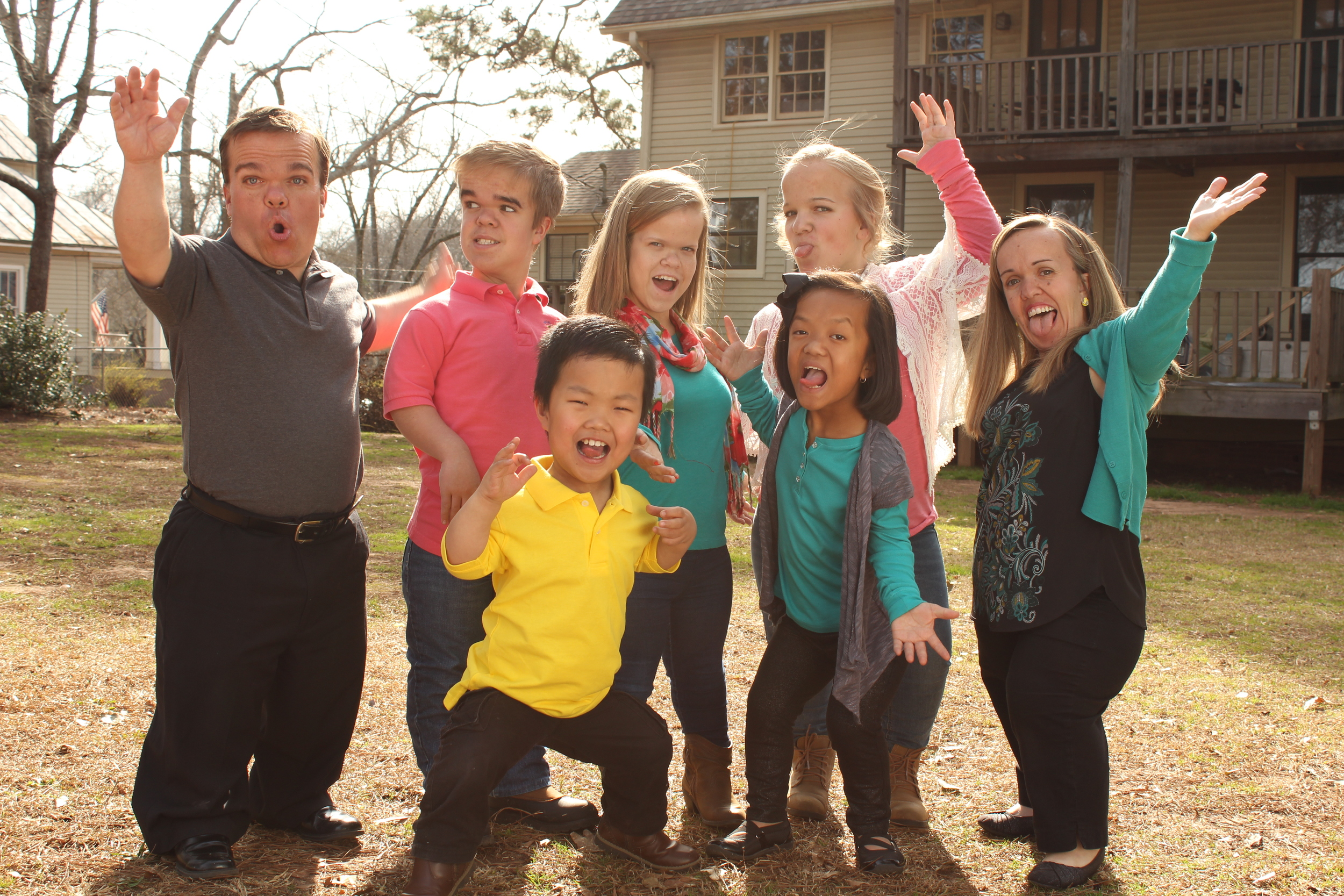 7 Little Johnstons take a silly family photo