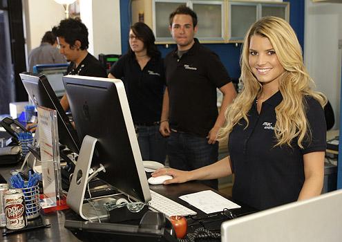 Jessica Simpson computer repair store clerk