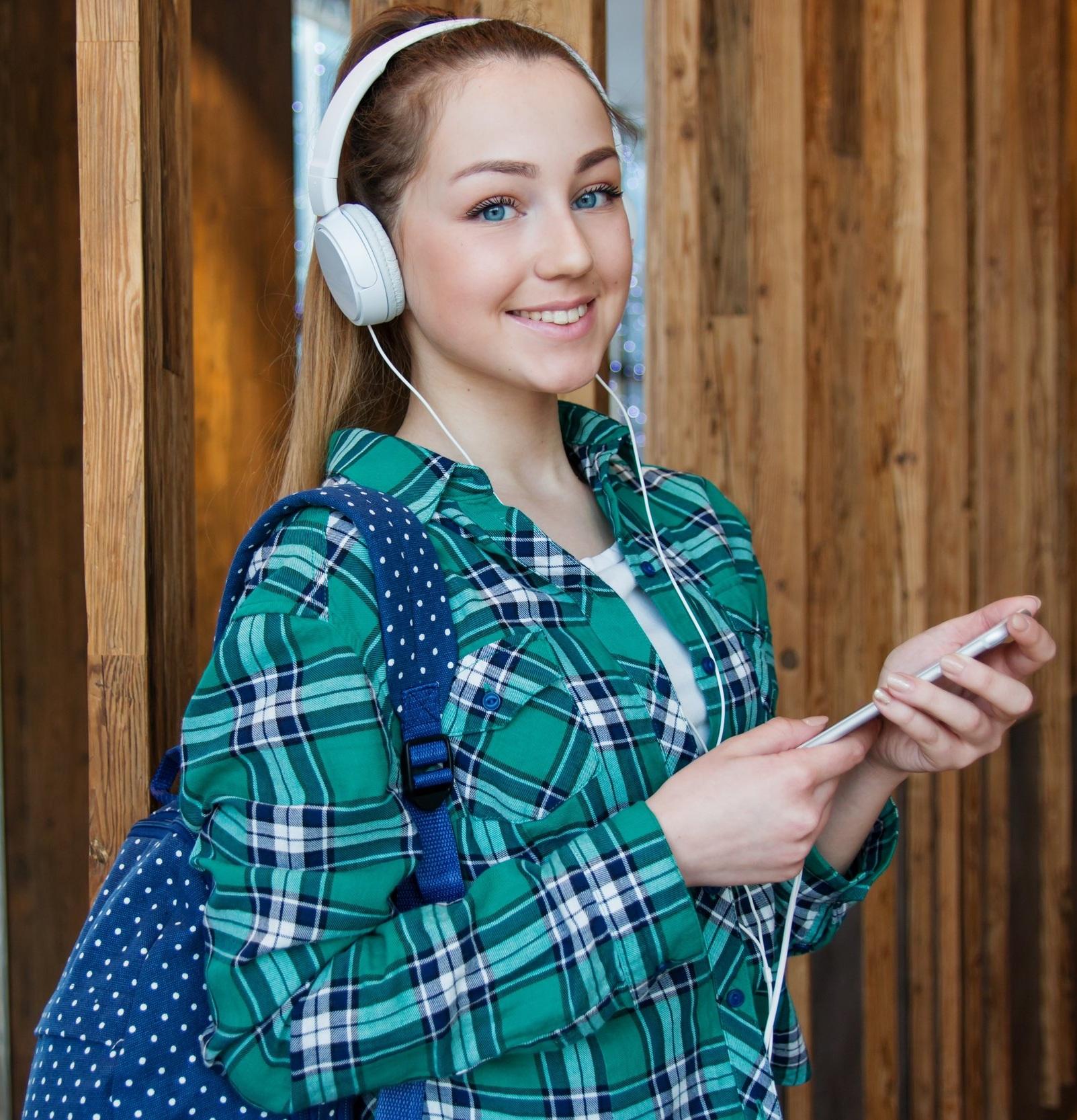 adolescent-attractive-backpack-1462633.jpg