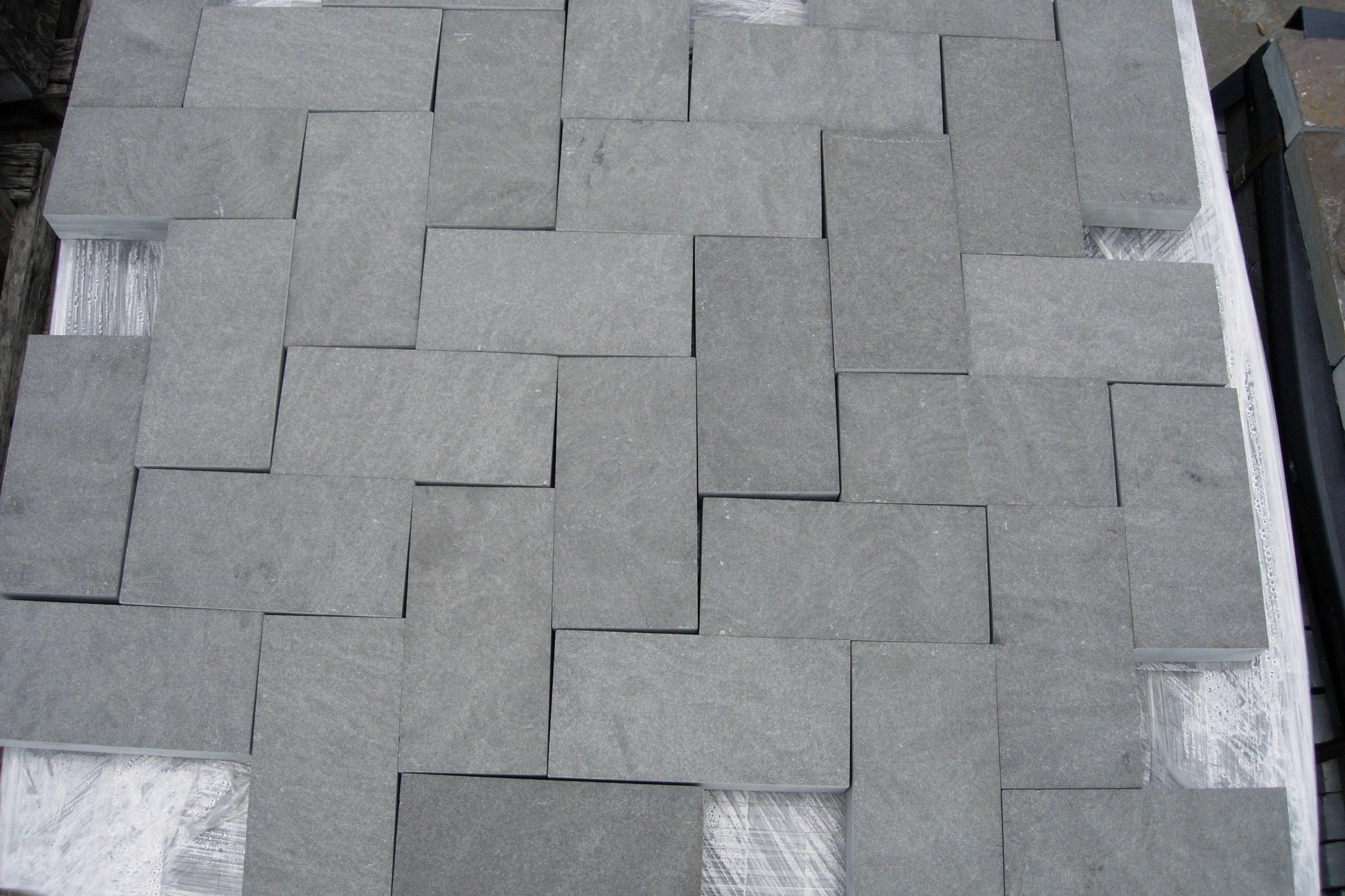 3-Alcove Sawn Edged Paving Block_ Thermaled.JPG