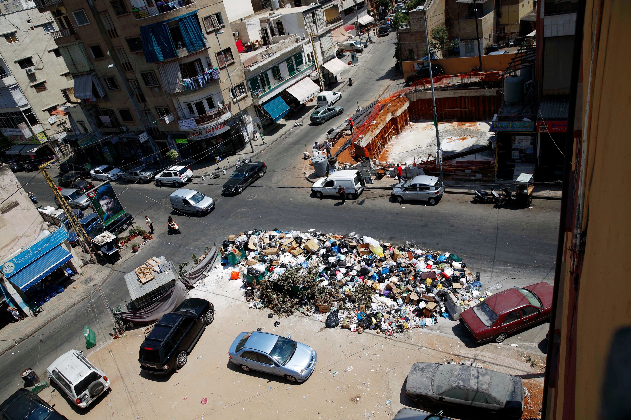 http://www.blogcdn.com/slideshows/images/slides/355/675/5/S3556755/slug/l/mideast-lebanon-trash-1.jpg