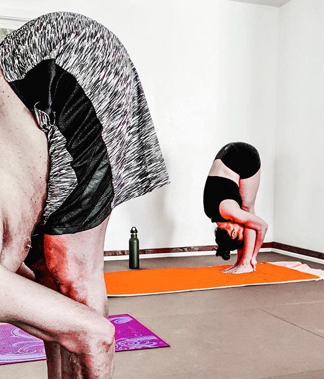 Today's hands to feet pose comes with the object of stretching.  #pulling  #handstofeetpose #padahastasana #fridays #yoga #yogapose #yogatime #locktheknee #bikramyoga #beginneryoga #yogaforeveryone #readytotry #yogis #yogaclass #yogapractice #getthefirestarted