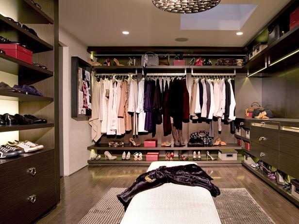 CI-LA-Closet-Design_walk-in-closet-luxurious-maximized-space_s4x3_lg.jpg