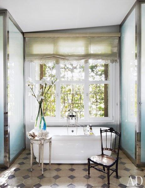 item11.rendition.slideshowWideVertical.isabel-lopez-quesada-madrid-12-bathroom.jpg