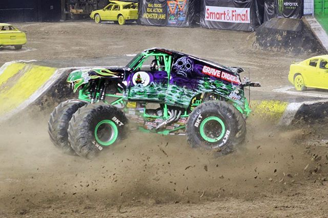A crowd favorite at Monster Jam is The Grave Digger driven by Charlie Pauken. . . . . . #monsterjam @visitsandiego @visitcalifornia @monsterjam #gravedigger #charliepauken #monstertruck #monster #visitSD #visitsandiego #awesome #liveadventurously #blogger #travelblog #traveler #adventure #liveauthentic #SanDiego #sdpulse #travel #travelphotography #canon #photography #teamcanon  #instatravel #wanderlust #wandering #welivetoexplore #california
