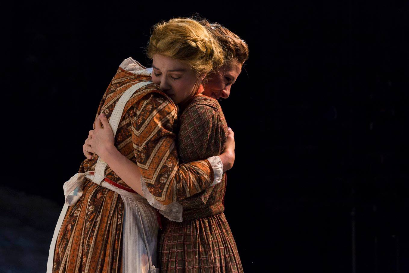 Jennifer Johansen and Eliza Simpson in IRT's 2015 production of A Christmas Carol. Photo by Zach Rosing