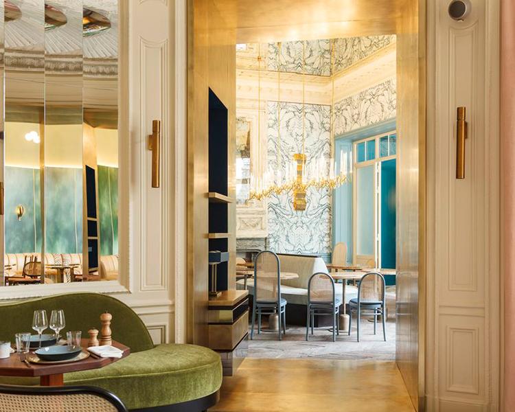 Il Pezzo 3 Endless Chandelier at BB restaurant Paris