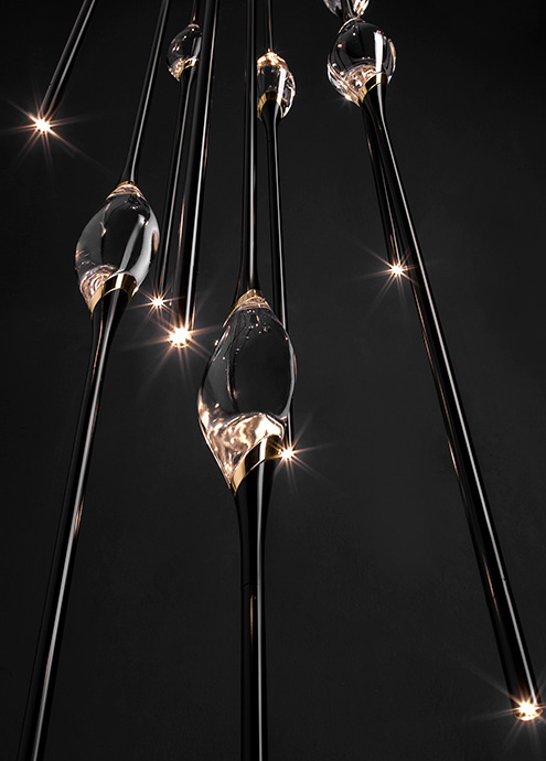 Il Pezzo 12 Cluster Chandelier in black and gold finish and solid crystal