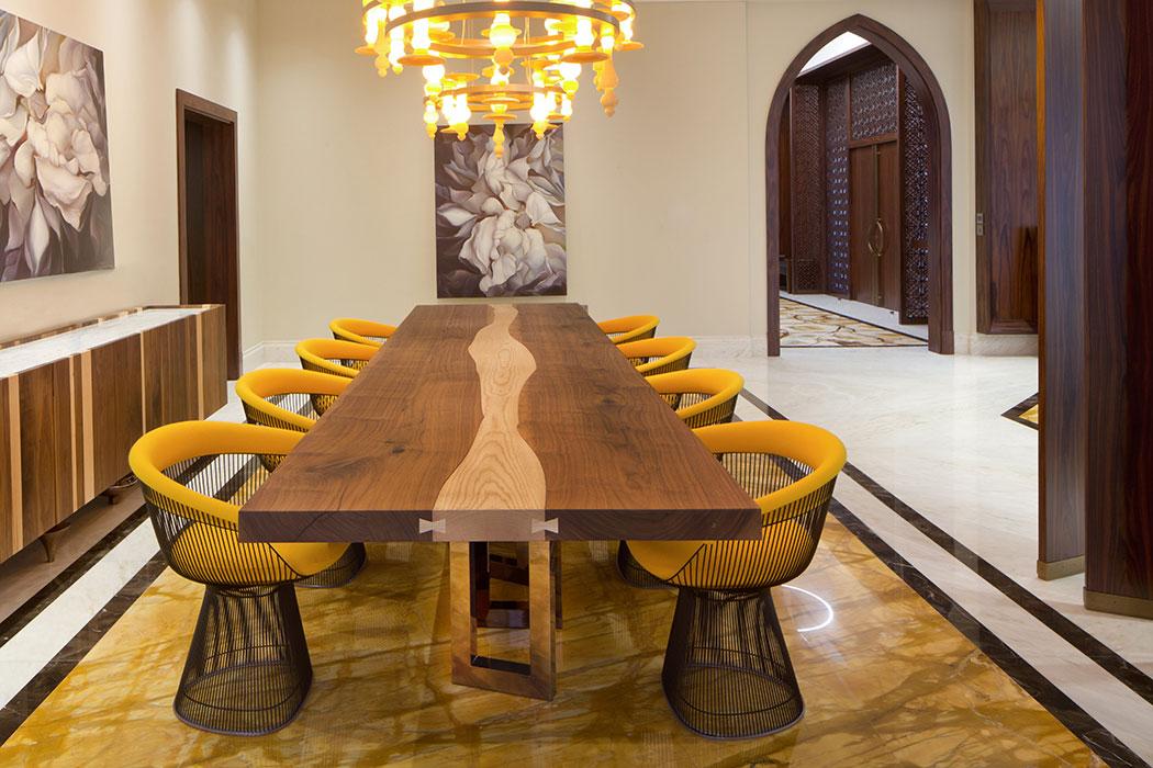 Il-Pezzo-6-tavolo-+-Il-Pezzo-1-Credenza---Dubai-Villa-K_2.jpg