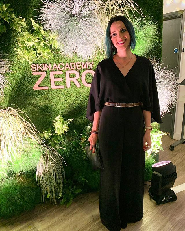 💯Percent good vibes at @skinacademy_ 'SkinAcademy Zero' launch of 100% #natural and #veganfriendly #skincare 🔹 @belleabouttown couldn't miss it, naturally. 🔹 #yourskinyourplanet