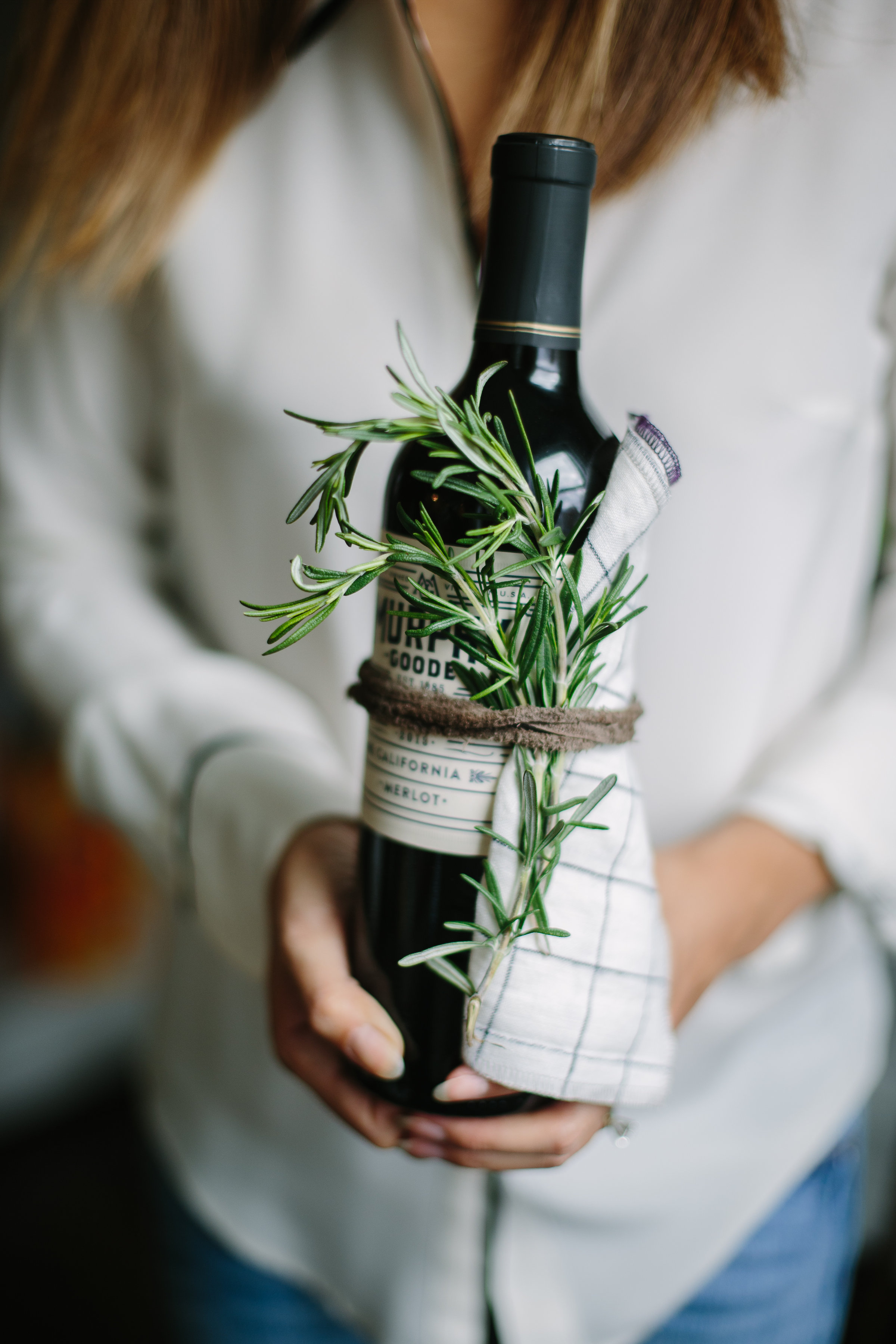 wine-hostess-gift-idea-cloth-napkins-wrap-the-everyday-co