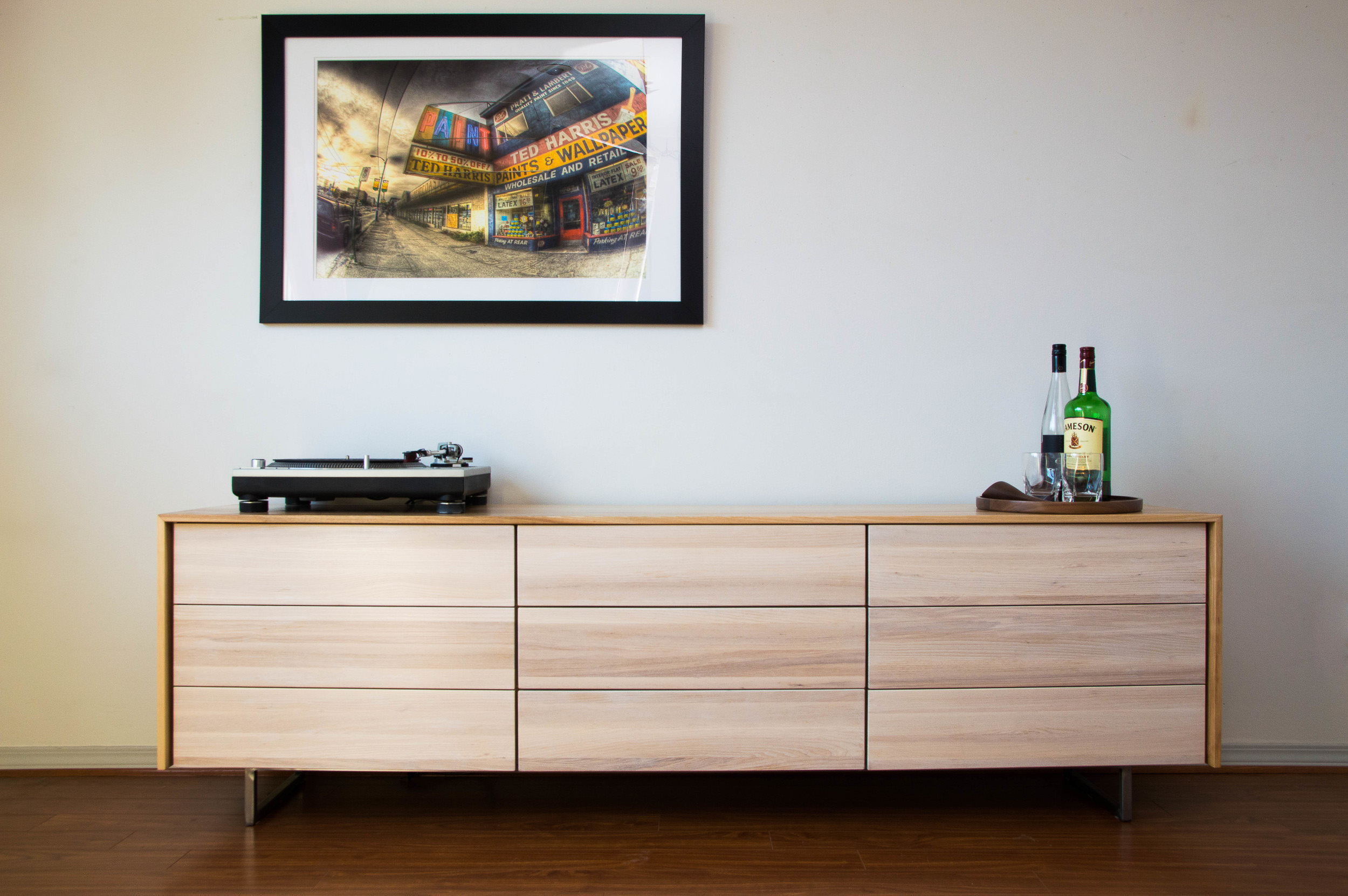 Review of the Eloquent Barman Credenza