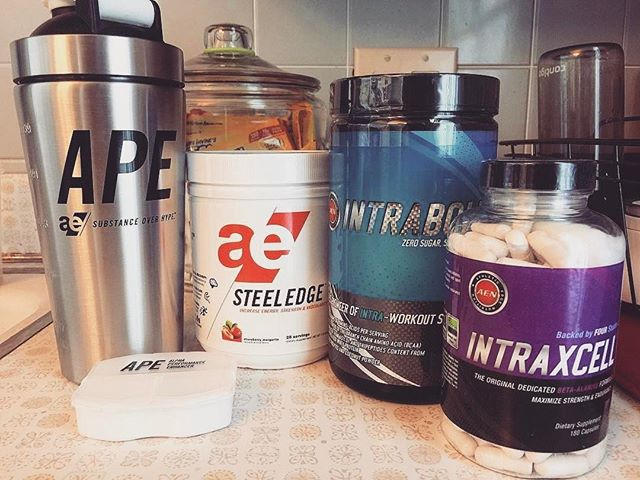 Featured by @sewfierce_sewfit ・・・ I love coming home from work and finding my @aenutrition order waiting for me ❤️ So excited to see the new awesome stainless steel shaker bottle and pill case packed along with my order...thanks @aenutrition, you're the best!! Both will be used on the daily 😁 ..#athleticedge #steeledge