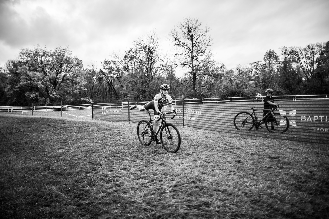 Dismounting quickly and keeping a good momentum while entering a running section is a great cyclocross training drill that you can practice at home.