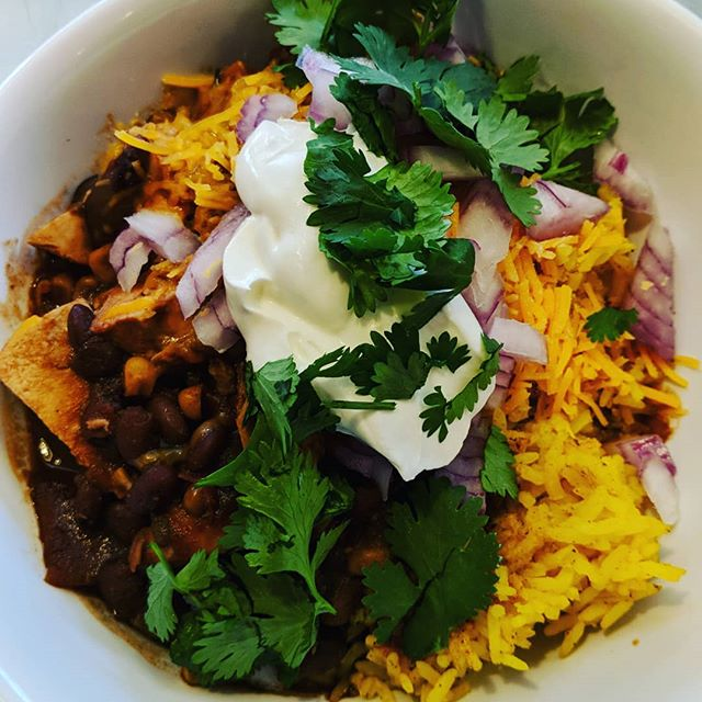 Lunch Blue Plate Special this week.  Chunky Chicken Chili on rice topped with all the classic toppings red onion,cheddar,sour cream and cilantro.  Served with two pieces of cornbread and an iced tea or lemonade. $10.  #blueplatespecial #bigchickie #hillmancity