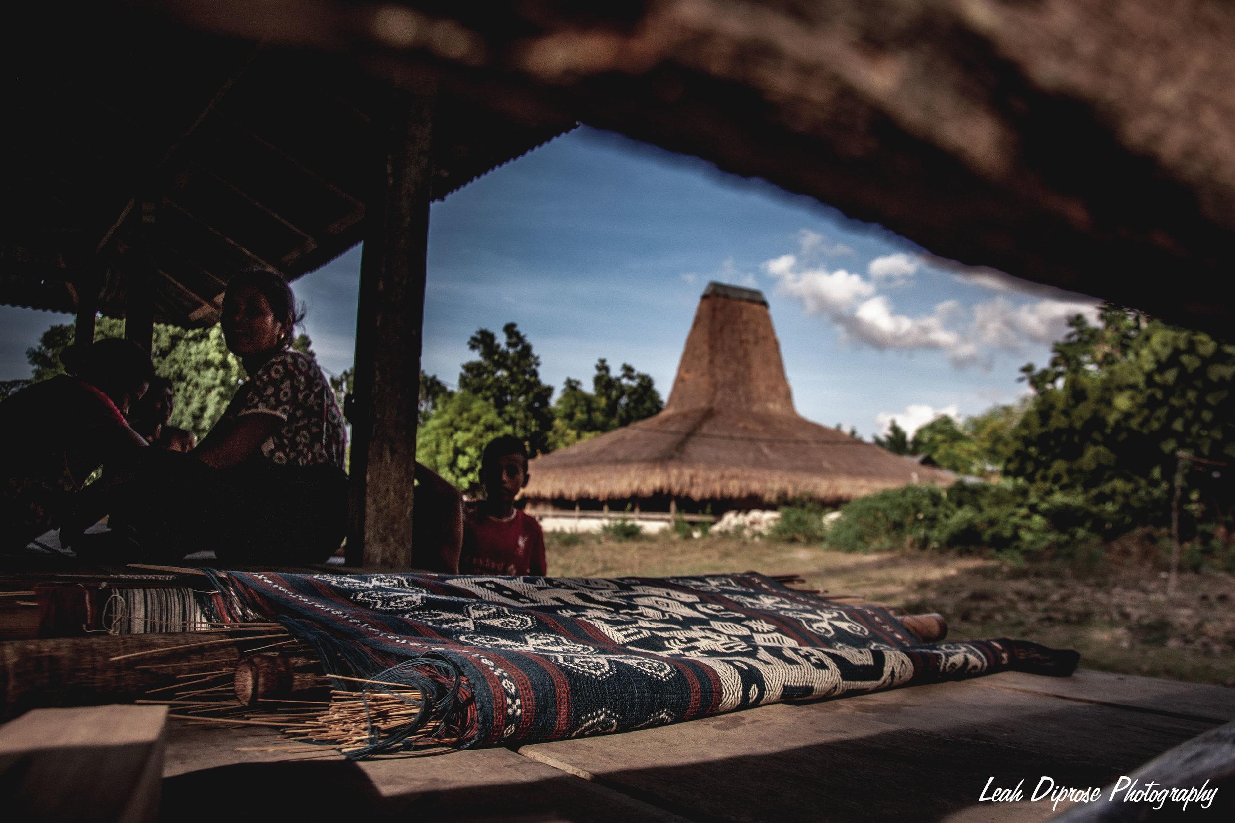 weaving in sumba >series -