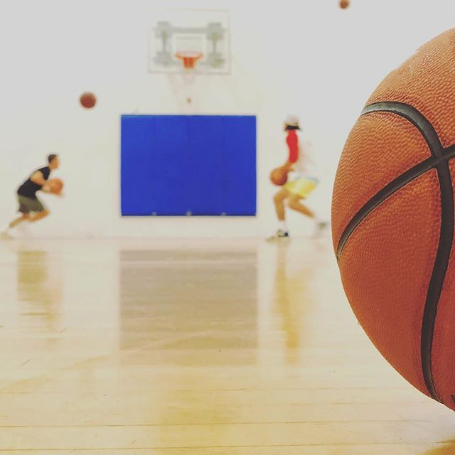 Start the week off right with a visit to River Valley Athletic Club. Who says working out can't be fun? Switch it up and shoot some hoops to get that heart rate up!