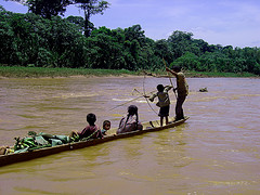 Tsimane people out fishing for some protein. They are apparently all about those lean gains. Flickr:Photo RNW.org