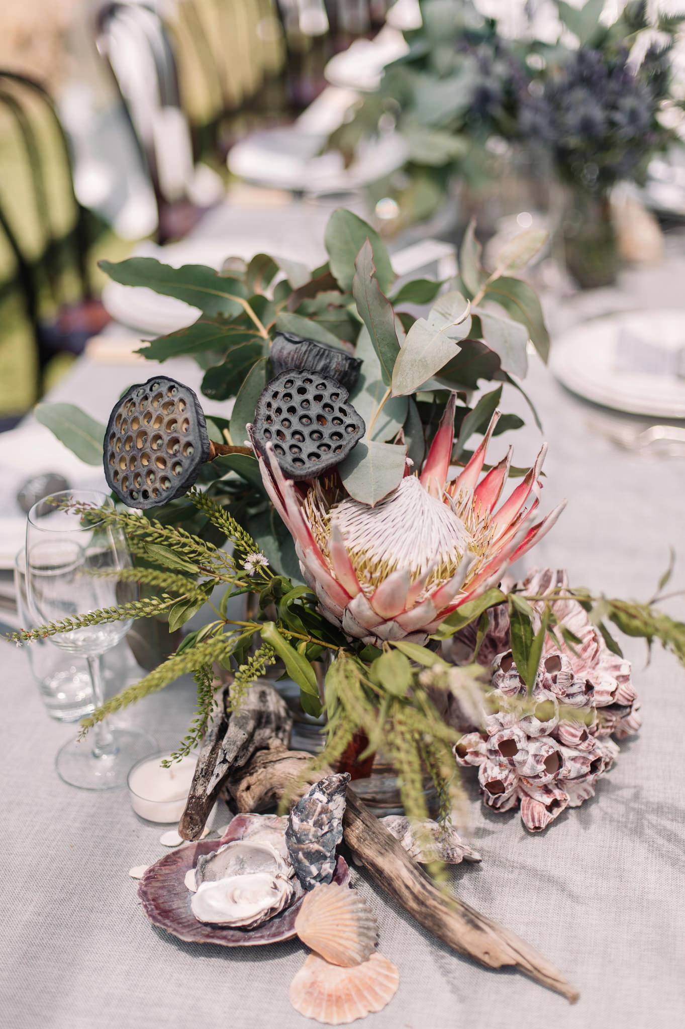Coastal elements and native flowers for the table decorations