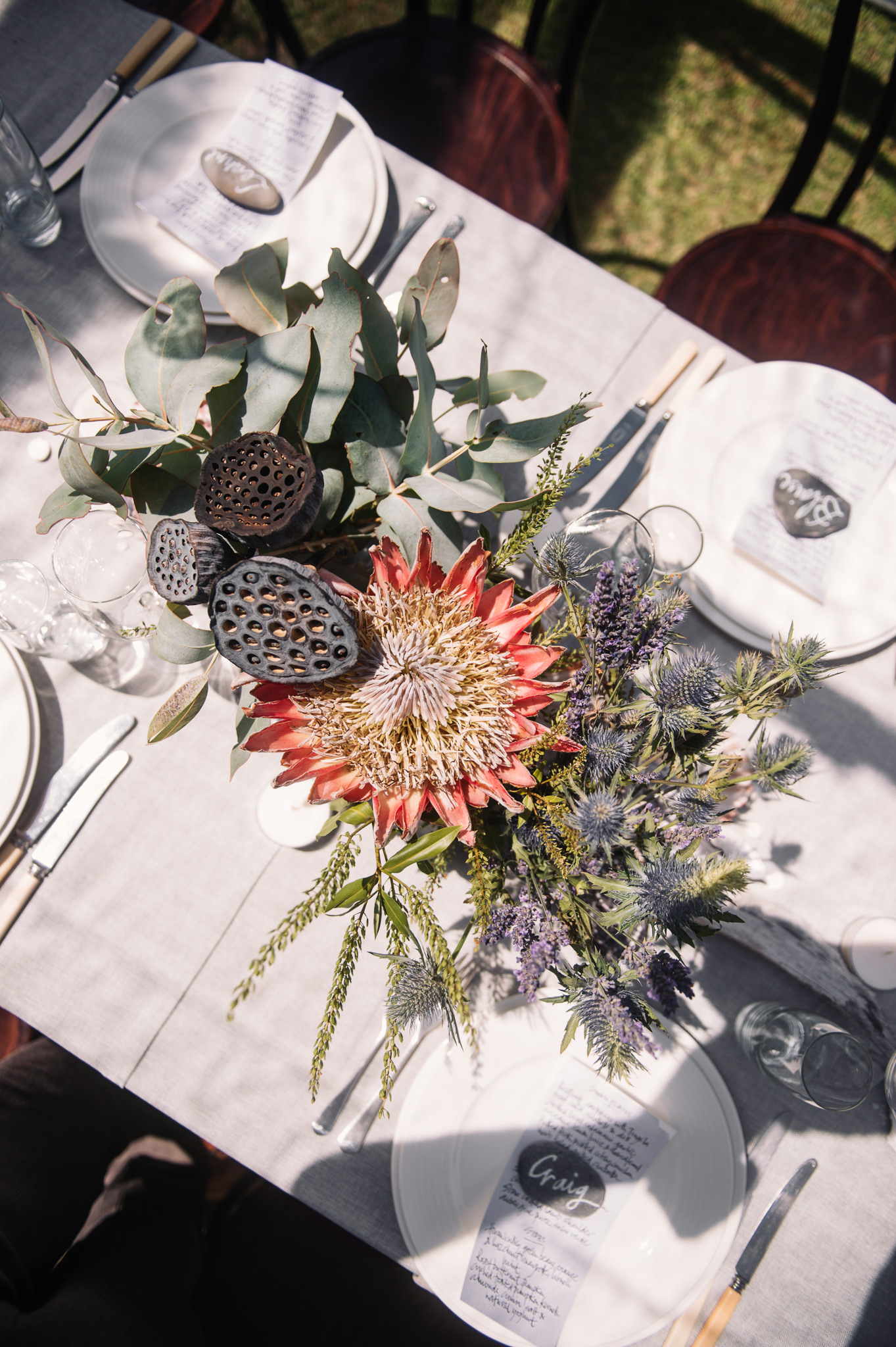 Long table with coastal elements in the table arrangements
