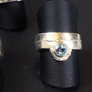 Silberring mit hellblauem Zirkon