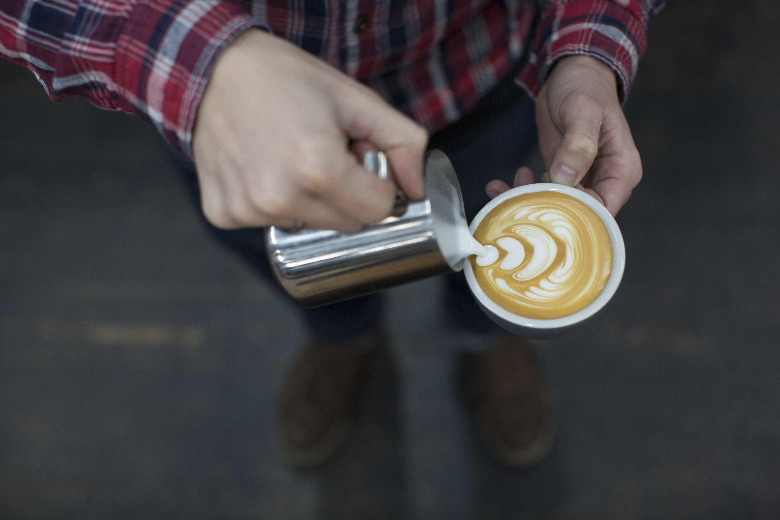 Extract-Latte-Art-Pour-2 (2).jpg