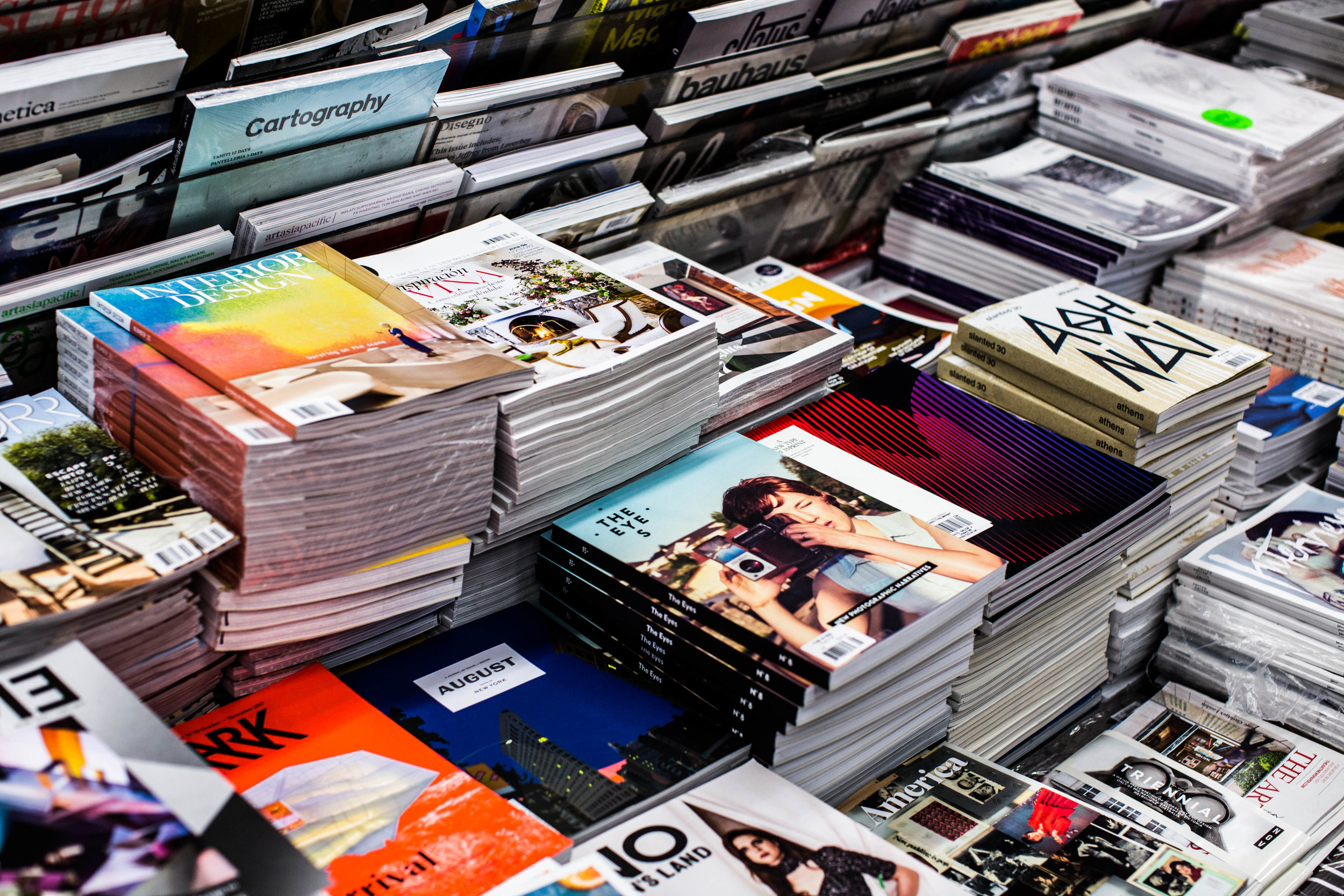 Stacks on stacks at Casa Magazines. Image unsplash.com/@charissek