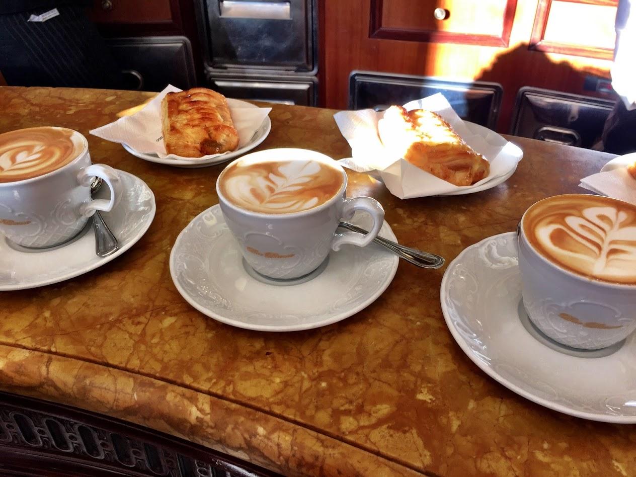 """Tre cappuccini at a """"bar"""" in Milano"""