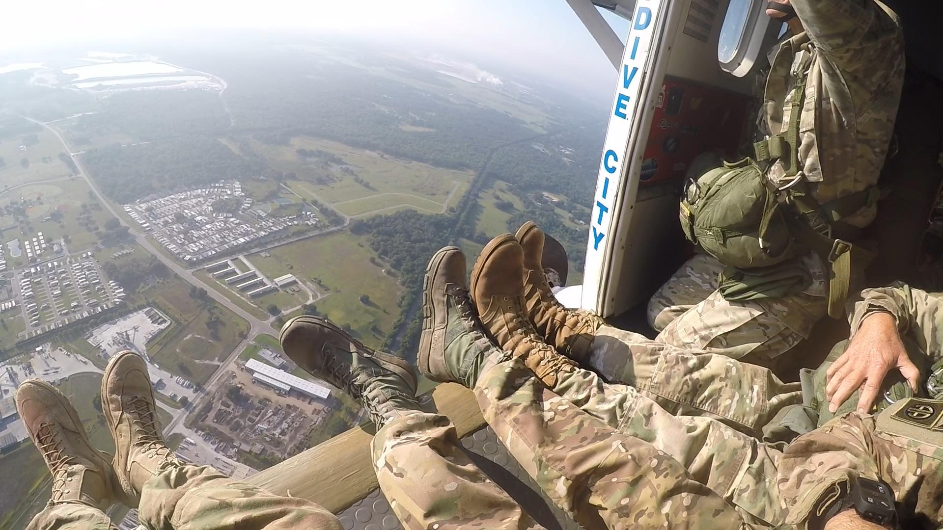 Airborne 160514 - Open door 01.jpg