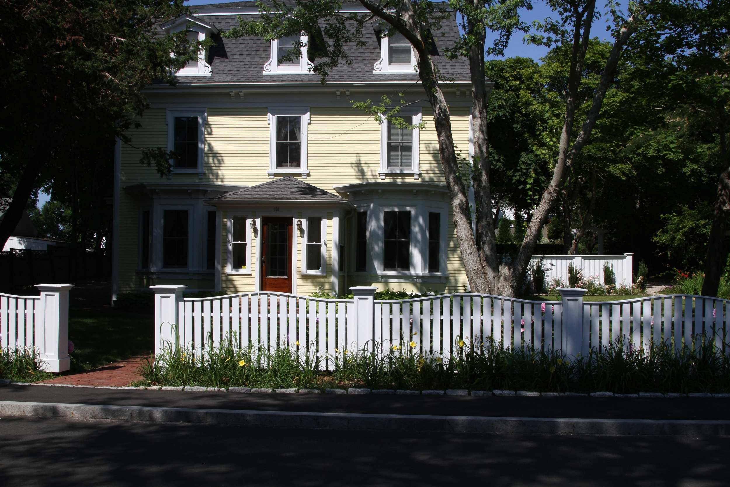 Keyes Front Showing Fence 2683.JPG
