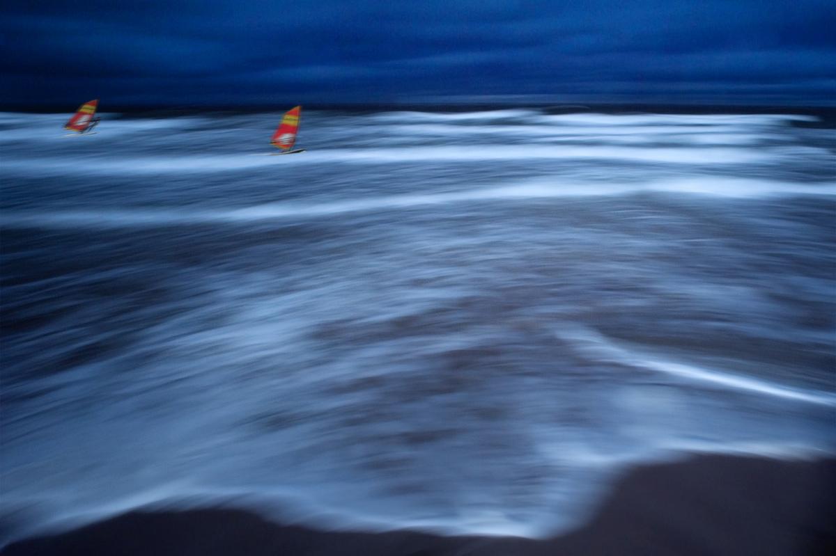 30x40  200910  waves, water surfer  two 04 4040 sRGB.jpg