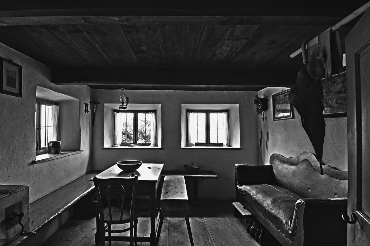 30x40  200806  livingroom with umbrella  M 6055 sh sRGB.jpg