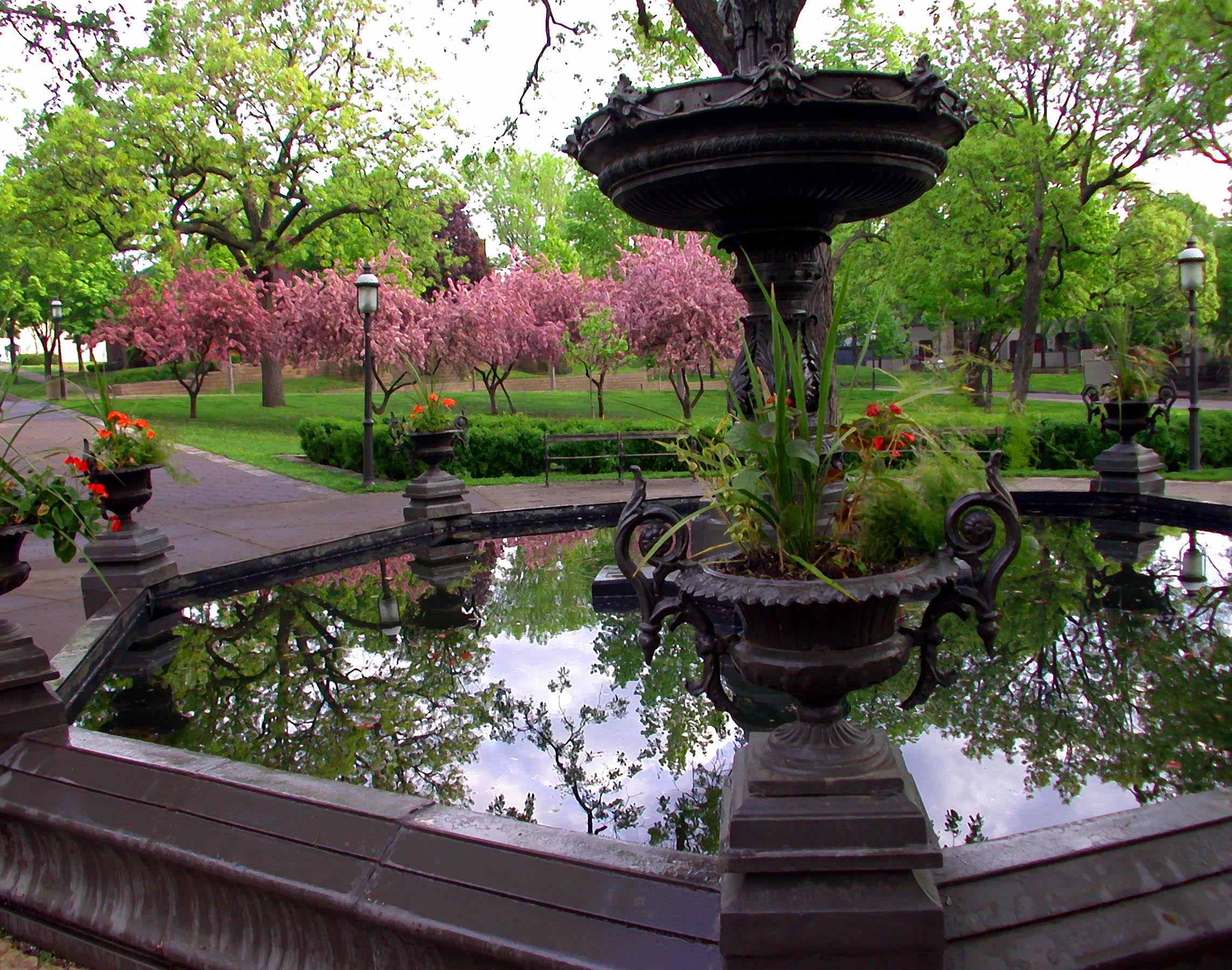 02.FountainReflection.jpg