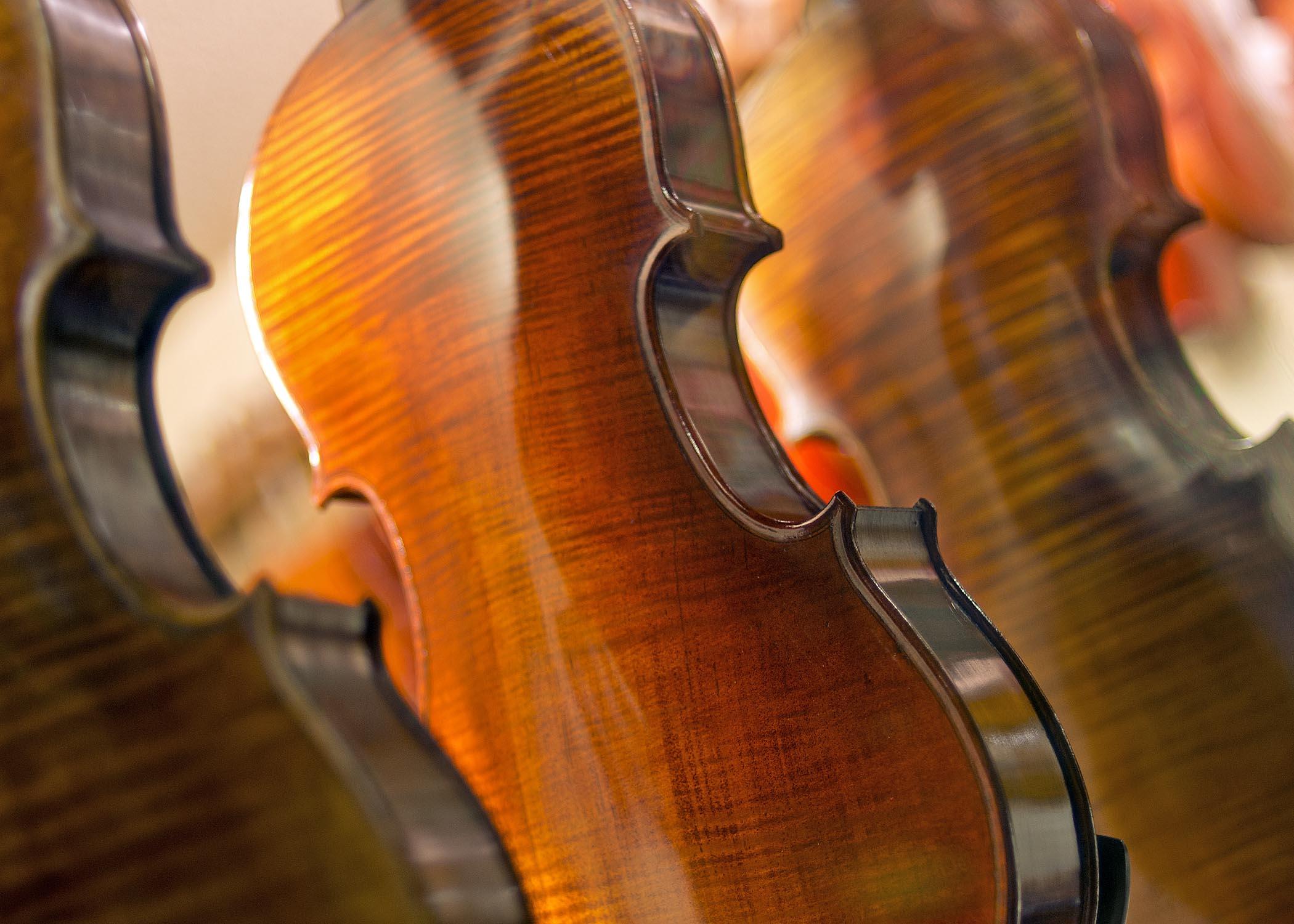 Violins_1939.jpg