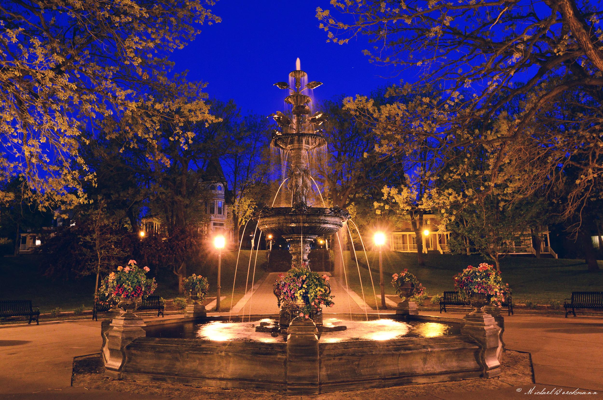 1 Fountain_Night.jpg