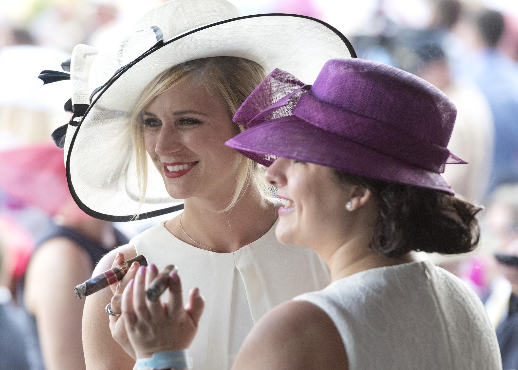 Cigars Ladies 2568.jpg