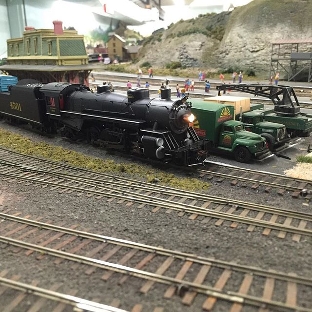 Southern 4501 waits for its crew behind Williamsport. Never mind the Bankruptcy Blue box cars that don't match the time period. #modelrailroad #modelrailroading #modelrailway #modeltrains #modelrailways #garfieldcentralrailroad #hoscale